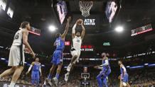 LaMarcus Aldridge, 32 anni degli Spurs, verso i due punti contro i Thunder Afp