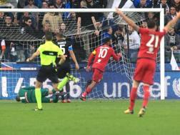 Il gol di testa di Joao Pedro, 25 anni, Ansa