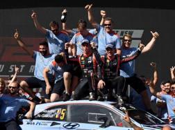 Festa australiana per Neuville e il team Hyundai. Afp