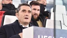 Ernesto Valverde, 53 anni, in panchina con Leo Messi,30, seduto alle sue spalle. Ansa