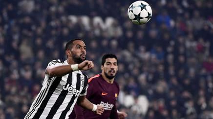 Benatia in chiusura su Suarez: col Barça il marocchino ha giocato la miglior gara stagionale. LaPresse