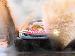 Un guado di una Peugeot nella scorsa Dakar.Afp
