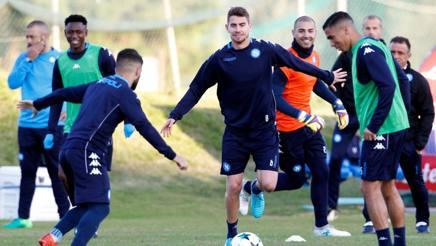 Il brasiliano naturalizzato italiano Jorginho, 25 anni, durante un allenamento. Afp