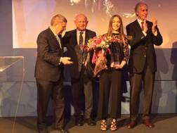 Letizia Paternoster premiata dal presidente del Cio, Thomas Bach, e applaudita dal presidente del Coni, Giovanni Malagò
