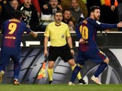 Messi e Suarez furibondi al Mestalla. Afp