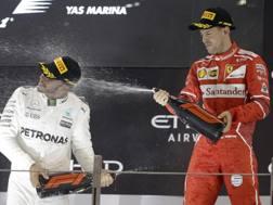 Hamilton e Vettel sul podio di Abu Dhabi. Ap