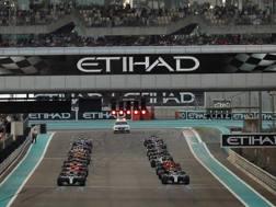 La partenza dell'ultimo GP della stagione. Lapresse
