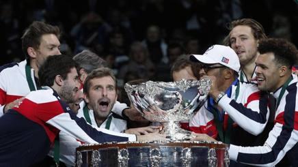 La Francia festeggia con la Coppa