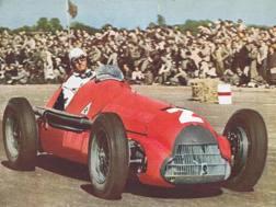 Nino Farina sull'Alfa Romeo con cui vinse il titolo F.1 nel 1950