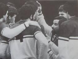 Carmelo Pittera, 73 anni, durante un time out con il gruppo azzurro poi argento mondiale nel 1978
