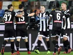 L'esultanza dei giocatori dell'Udinese. LAPRESSE