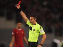 Stefano Alassio mostra il rosso a Felipe. Getty Images