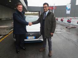 Da sin il direttore generale di Hyundai Italia Andrea Crespi e Valerio Montalto, dg del Comune di Bologna