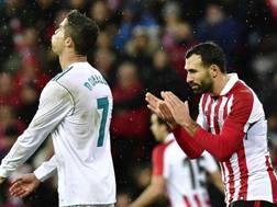 Ronaldo sbuffa, Balenziaga applaude. Ap