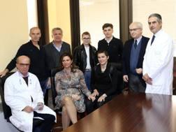 Claudia Cretti assieme ai genitori e ai fratelli all'incontro con i medici del Rummo di Benevento