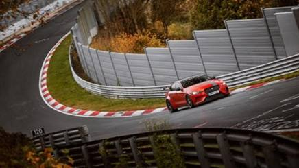 La Jaguar XE SV Project 8 in azione al Nurburgring