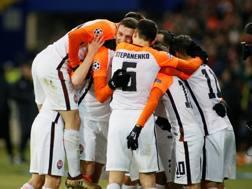 L'abbraccio fra i giocatori ucraini dopo il gol di Bernard Reuters