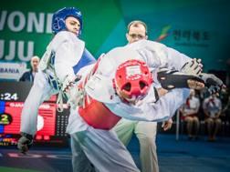 Vito Dell'Aquila (in blu) al Mondiale di Muji in Corea del Sud