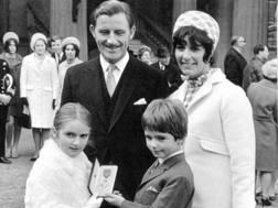 Graham Hill con la moglie Bette ed i figli Brigitte (9 anni) e Damon (8) nel 1968 UPI