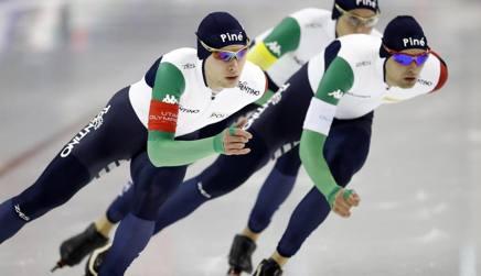 Nicola Tumolero, in primo piano, Andrea Giovannini e Riccardo Bugari in azione. Reuters