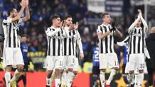 I bianconeri salutano il pubblico al termine dello 0-0 contro l'Inter. LAPRESSE