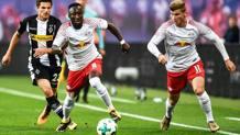 Naby Keita e Timo Werner contro il Borussia Moenchengladbach. Epa