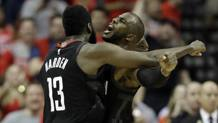 James Harden e Chris Paul festeggiano la vittoria su New Orleans,