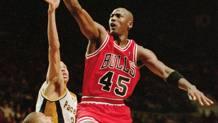 Michael Jordan e Reggie Miller. AP
