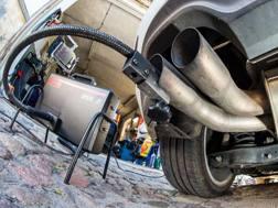 Emissioni degli autoveicoli sotto controllo. Afp
