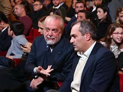 Il presidente del Napoli, De Laurentiis (a sinistra) e il sindaco De Magistris. Ansa