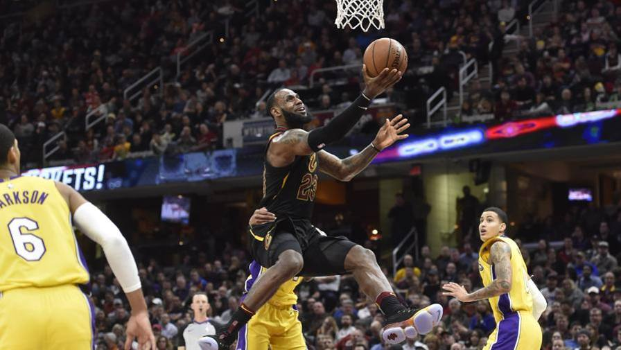 LeBron come Bird: beat LA  Beli dominato da Detroit