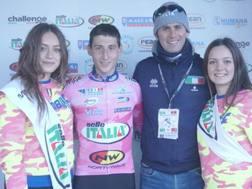 Il laziale Antonio Folcarelli, vincitore del Giro d'Italia ciclocross, con il c.t. Fausto Scotti
