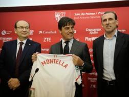 La presentazione di Vincenzo Montella, 43 anni, sulla panchina del Siviglia. Afp