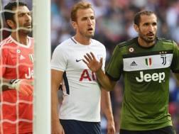 Kane tra Buffon e Chiellini