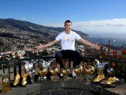 Cristiano Ronaldo mette in mostra tutti i suoi trofei vinti in carriera a Madeira.