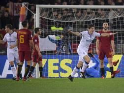 De Roon esulta dopo il momentaneo 2-0. LaPresse