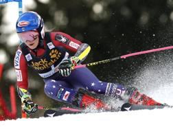 Mikaela Shiffrin in azione in Slovenia. Epa