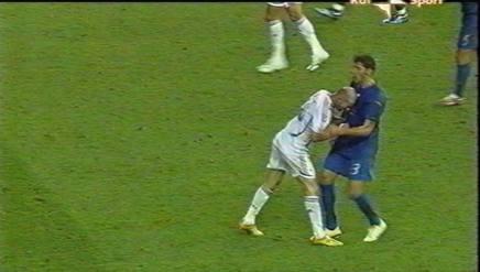 Nelle immagini Rai la testata di Zidane a Materazzi. Arch. Gazzetta
