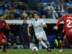 Lucas Vazquez, l'autore del gol per il Real Madrid, circondato dai giocatori del Numancia.
