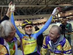 Robert Marchand festeggia il suo record dell'ora nel 2014. AFP