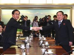 L'incontro fra i rappresentanti di Sud e Nord Corea. Afp