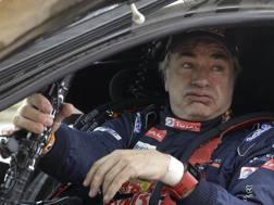 Carlos Sainz, 55 anni, leader della Dakar nell'abitacolo della sua Peugeot 3008 DKR AP