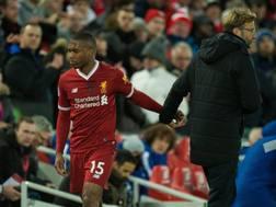 Jurgen Klopp sostituisce Daniel Sturridge durante la sfida tra Liverpool e Chelsea. Epa