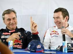 Carlos Sainz con Bruno Famin, team manager Peugeot. Afp