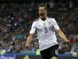 Leon Goretzka esulta con la maglia della Germania in Confederation Cup. Ap