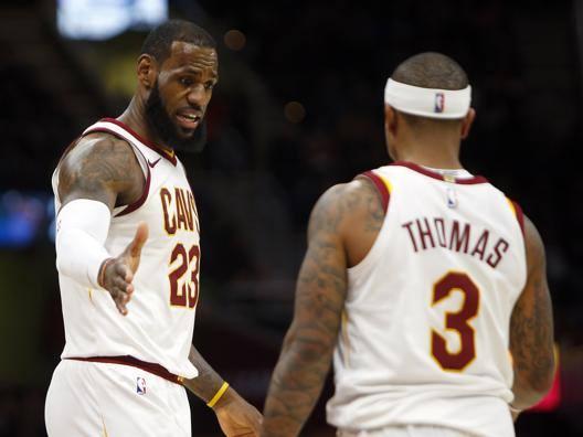 LeBron James e Isaiah Thomas: prove di intesa. Afp