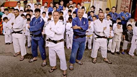 Maddaloni e il gruppo della palestra di Scampia