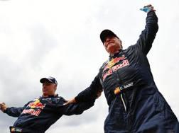 Carlos Sainz (a destra) esulta col copilota Lucas Cruz. Afp