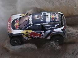 Carlos Sainz in azione alla Dakar. Ap