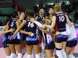 L'esultanza delle giocatrici di Pesaro dopo il 3-1 su Casalmaggiore
